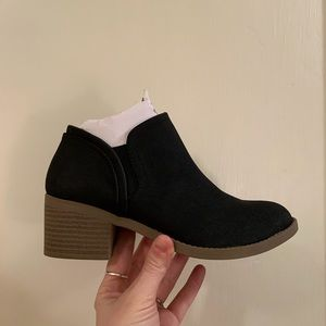 Qupid black philly booties